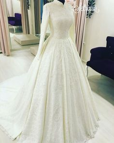 Setr-i Nur Fatih'in ikinci incisi Almina modelimiz…. Muslim Wedding Gown, Muslimah Wedding Dress, Modest Wedding Gowns, Muslim Wedding Dresses, Wedding Dress Sleeves, Bridal Dresses, Girls Dresses, Elegant Ball Gowns, Mode Hijab