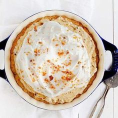 SERIOUS Butterfinger Flavor in this decadent pie! A perfect cookie crust is paired with a creamy Butterfinger filling to create the best pie you will every try! Chocolate Brownie Cake, Chocolate Chip Cookies, Chocolate Cupcakes, Pumpkin Dessert, Pie Dessert, Cookie Recipes, Dessert Recipes, Pie Recipes, Baker Recipes