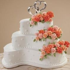 Contemporary Curves Cake - The Paisley Pan Set provides the start of this charming cake design. Peach-toned roses add a hint of color; the Double Hearts Cake Pick adds a shiny flourish. Wedding Cake Fresh Flowers, Pretty Wedding Cakes, Pretty Cakes, Beautiful Cakes, Amazing Cakes, Cake Wedding, Gold Wedding, Wilton Cakes, Wedding Cake Designs