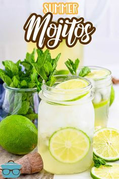 A perfect combination of mint, rum, lime and club soda, these pitcher Summer Mojitos cocktails have all the flavors you enjoy and are so incredibly tasty! Cocktail Desserts, Wine Cocktails, Easy Cocktails, Winter Drinks, Summer Drinks, Drinks Alcohol Recipes, Alcoholic Drinks, Drink Recipes, Make Simple Syrup