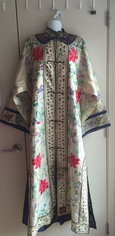 0c2f5d1b7 BIG SALE Antique Chinese embroidered silk robe with by kikidream Chinese  Embroidery, Butterfly Flowers,