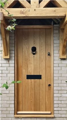 27 Trendy ideas for oak front door decor Cottage Front Doors, Oak Front Door, Grey Front Doors, Cottage Porch, Double Front Doors, Front Door Entrance, Exterior Front Doors, Front Door Colors, Front Door Decor