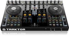 SPECIFICATIES NATIVE INSTRUMENTS TRAKTOR KONTROL S4  De Native Instruments Traktor S4 is een nieuwe en revolutionaire controller van Native Instruments zelf en wordt geleverd met het ultieme Traktor Pro 2 softwarepakket. De Traktor S4 is niet alleen een fantastische controller - het apparaat beschikt ook over analoge inputs zodat je een mixer en controller in 1 hebt! (al is de Traktor S4 niet stand-alone als mixer te gebruiken).