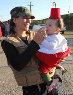Tired of the same old pregnant Halloween costumes? Below are some funny pregnant Halloween costumes for you! Homeade Halloween Costumes, Pregnant Halloween Costumes, Cute Costumes, Couple Halloween, Baby Costumes, Halloween Fun, Costume Ideas, Creative Costumes, Fish Costume