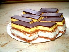 Stunningly delicious dessert with the most delicate topping – Sweet World Ideas Romanian Desserts, Romanian Food, Delicious Deserts, Yummy Food, Tasty, Baking Recipes, Cookie Recipes, Cocoa Cake, Hungarian Recipes