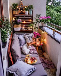 Trendy Small Balcony, Patio, Porch & Backyard Decorating Ideas with Tips Small Balcony Design, Small Balcony Decor, Outdoor Balcony, Outdoor Decor, Balcony Ideas, Small Patio Ideas Townhouse, Small Balcony Garden, Apartment Balcony Decorating, Apartment Balconies