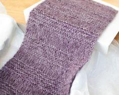 Free Knit Scarf Pattern | www.petalstopicots.com | #knit #scarf #pattern