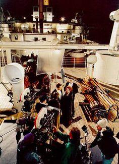 On set, filming Titanic Titanic Movie Scenes, Titanic Behind The Scenes, Titanic Photos, Rms Titanic, Kate Winslet And Leonardo, Leonardo Dicaprio Movies, Disaster Film, Sad Movies, King Of The World