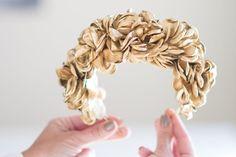 Dorado siempre especial  #sisterstocados #diademas #coronasdeflores #flowercrowns #headband #headpiece #tocados #invitadaperfecta #invitadaboda #invitadas #muysisters