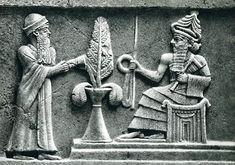 Bazı tarihiçiler Sümerlerin önemli tanrılarını iki gruba ayırarak inceler: Bunların ilki, An, Enlil ve Enki'den oluşan büyük tanrılar üçlüsüdür. İkinci grupta ise Nanna-Sin, Utu ve İnanna'dan oluşan gezegen tanrıları üçlüsü gelir.  Tabletler incelendiğinde tanrılar panteonunda An, Enlil ve Enki'den meydana gelen üçlü tanrı anlayışı diğerlerine göre oldukça baskındır. Evren unsurları bu üç tanrı da karakterize olmuş, diğer tanrılar daha basit unsurlarla ifade edilmiştir.