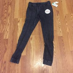 Knit denim jeans leggings jeggings size Small nwt New with tag skinny jeggings True Freedom Pants Leggings