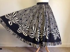 Mexican Skirts, Mexican Fashion, Blind Stitch, Full Circle Skirts, Beautiful Dresses, 1950s, Hand Painted, Minnie Birthday, Fabric