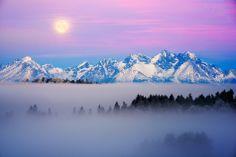tatra mountains, border between slovakia and poland. High Tatras, Tatra Mountains, Heart Of Europe, Lake Mountain, Team Building Activities, Go To Sleep, Beautiful Landscapes, Mother Nature, Mists