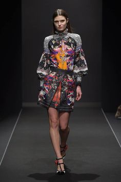 Take a look to Piccione.Piccione Collections Fall Winter the fashion accessories and outfits seen on Roma runaways. Fall Winter 2015, Couture Collection, Timeless Fashion, Peplum Dress, Fashion Accessories, Mini Skirts, Clothes For Women, Womens Fashion, Fashion Design