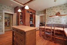 Wallpaper and wood in the kitchen