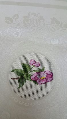 This Pin was discovered by arz Cross Stitch Art, Cross Stitch Flowers, Cross Stitch Designs, Cross Stitching, Cross Stitch Patterns, Embroidery Stitches, Hand Embroidery, Crochet Cross, Bargello