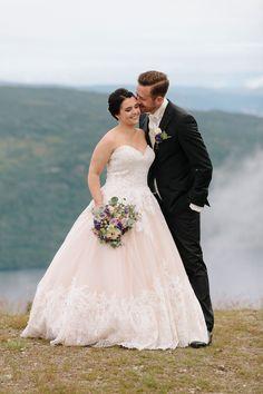 Tine og Thomas - Fantastisk bryllup i Nedre Eiker og Norefjell — Studio Hodne Kos, Fine Art, Studio, Wedding Dresses, Instagram, Fashion, Creative, Bride Dresses, Moda