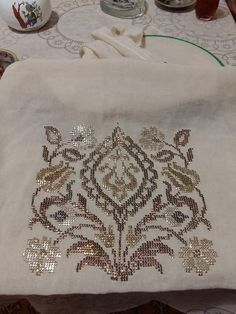 This Pin was discovered by Arz Crewel Embroidery, Cross Stitch Embroidery, Machine Embroidery, Weaving Patterns, Baby Knitting Patterns, Counted Cross Stitch Patterns, Cross Stitch Designs, Hand Embroidery Design Patterns, Lotus Design