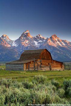 Barn on Mormon Row with the Grand Teton range, Grand Teton National Park, Wyoming Grand Teton National Park, National Parks, Wyoming, Country Barns, Country Living, Country Roads, Leaving New York, Barn Pictures, Farm Barn