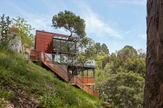Image 1 of 38 from gallery of Tamalpais Residence / Zack de Vito Architecture + Construction. Photograph by Bruce Damonte Concrete Siding, Metal Siding, Houses On Slopes, Hillside House, Energy Efficient Homes, House On A Hill, Modern Exterior, Modern Architecture, Building A House