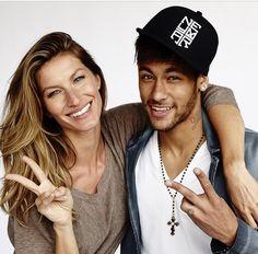 Gisele Bündchen e Neymar clicados por Mario Testino Gisele Bundchen, Neymar Jr, Rihanna, Mario Testino, Vogue Covers, Brazilian Models, Lucky Girl, Poses, Camila