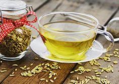 Zabudnite na vodu s citrónom a vyskúšajte toto: Poznáme nápoj, ktorý naštartuje spaľovanie už z rána a pomôže tráveniu | Feminity.sk Fennel Tea, Foeniculum Vulgare, Maila, Moscow Mule Mugs, Alcoholic Drinks, Food And Drink, Pudding, Cooking, Healthy