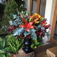 """Fabi Borgheresi Eventos (@fabiborgheresi) no Instagram: """"Arranjo floral em tons invernais que vão enfeitar nossa mesa de coffee break do curso de amanhã ! 💐…"""""""
