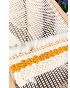 Work in progress – Kat_Isa No – weberei Weaving Loom Diy, Weaving Art, Tapestry Weaving, Rug Loom, Weaving Projects, Macrame Projects, Art Projects, Weaving Textiles, Weaving Patterns