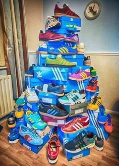 Merry Christmas to all adidas fans Adidas Zx, Adidas Samba, Adidas Shoes, Adidas Logo, Adidas Busenitz, Adidas Spezial, Adidas Superstar Vintage, Football Casual Clothing, Wallpapers