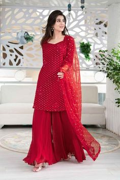 Pakistani Dresses Casual, Indian Gowns Dresses, Indian Fashion Dresses, Pakistani Dress Design, Indian Designer Outfits, Indian Outfits, Indian Dresses For Women, Pakistani Fashion Casual, Sharara Designs