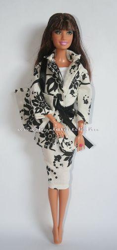 Barbie ruha  Fekete fehér mintás kabát szoknya együttes.   Barbie clothes   Balck and white coat skirt bag set 1c7efd2f27