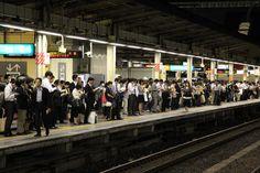 Tokyo - Les quais du métro sont bondés en début de soirée.