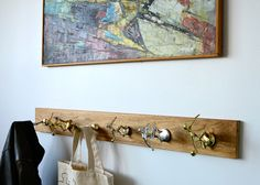 I found the neatest idea for a coat rack on Design Sponge! Using old trophies, Colleen made a fabulous coat rack! I now have a use for all my husband's trophies that are currently sitting Diy Home, Home Crafts, Home Decor, Fun Crafts, Old Trophies, Sports Trophies, Softball Trophies, Diy Projects Vintage, Diy Trophy