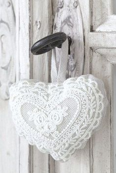 White Crochet Lace Heart hanging on a Shabby Chic Door . Shabby Vintage, Shabby Chic, Vintage Lace, Decoration Shabby, Fabric Hearts, Lace Heart, I Love Heart, Soft Heart, Hanging Hearts