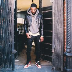 "Rockie Fresh in Air Jordan 1 Retro High OG ""Chicago"" Gq Style, Look Street Style, Urban Street Style, Jordans Outfit For Men, Blue Jordans, Air Jordans, Jordan 1, Air Jordan Retro, Streetwear Mode"