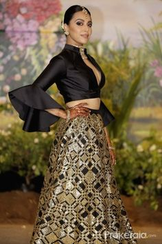 Actress Swara Bhasker at the wedding reception of actress Sonam Kapoor and businessman Anand Ahuja in Mumbai on May - Swara Bhasker and Sonam Kapoor Indian Fashion Dresses, Indian Gowns Dresses, Dress Indian Style, Indian Designer Outfits, Designer Dresses, Sonam Kapoor Wedding, Sonam Kapoor Lehenga, Indian Wedding Outfits, Indian Outfits