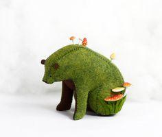 Forest Spirit / Sitting Bear Soft Sculpture / Grizzly Bear Art / Green Bear – The World Soft Sculpture, Sculptures, Felt Crafts, Diy And Crafts, Art Vert, Art D'ours, Green Bear, So Creative, Bear Art