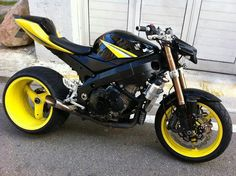 Suzuki GSX R Streetfighter.. This with pink or in all white or all black, yes please!