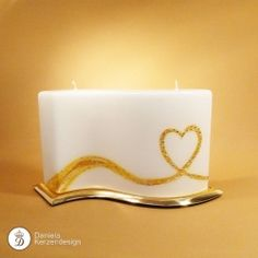 Hochzeitskerze Wellenherz Birthday Candles, Candle Holders, Waves, Wedding Cakes, Candles, Art, Candle Art, Decorating Candles, Embellishments