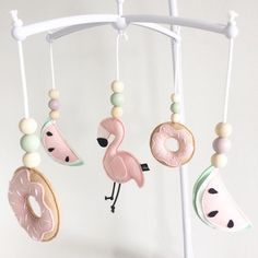 Super Süße Idee! Mobiles For Kids, Baby Hangers, Baby Sewing Projects, Felt Baby, Diy Garland, Felt Hearts, Felt Toys, Handmade Toys, Baby Gifts