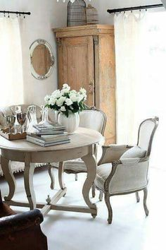 French Country Dining Room, French Country House, Country Charm, French Cottage, Country Living, French Decor, French Country Decorating, Rustic French, Home Interior