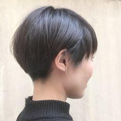 これは素敵なヘアスタイルですね。 襟足を刈り上げると男性っぽく見える場合が多いのですが、これは女性らしいです。 さすが美容師さん、素敵です。 ameblo.jp