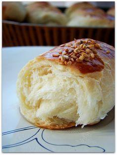 karaköy poğaçası Delicious Desserts, Yummy Food, Tea Time Snacks, Cake Truffles, Bread And Pastries, Turkish Recipes, Bakery, Food And Drink, Cooking Recipes