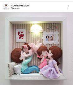 A imagem pode conter: uma ou mais pessoas Rock Crafts, Felt Crafts, Diy And Crafts, Crafts For Kids, Crochet Dolls Free Patterns, Felt Patterns, Quilling Dolls, Baby Frame, Felt Wreath