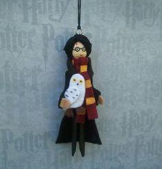 Harry Potter y su lechuza Hedwig... Medidas 4 3/4 pulgadas de alto Este artículo se ha vendido, pero puedo a medida que esto para ti.Por favor