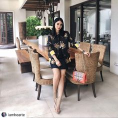 #Repost @iamhearte • • • • • Wishing everyone a week filled with blessings…❤ #heartevangelista #fashioninfluencer #fashionicon #shoestodiefor 👠 and the 👜 #perfect from head to toe