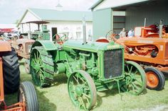 Green Allis Chalmers tractor
