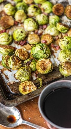 Step by step recipe for oven-roasted Brussels sprouts with bacon Brussels sprouts: Discover your love for green vegetables Recipe / Cooking / Eating / Nutrition / Delicious / Cooking Box / Ingredients All Recipes Chicken, Beef Recipes, Vegan Recipes, Green Vegetable Recipes, Foil Pack Meals, Sprouts With Bacon, Roasted Sprouts, Roasted Vegetables, Superfood Recipes