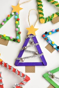 Easy Christmas Tree Crafts for Kids that make fabulous Holiday decor! crafts Easy Christmas Tree Crafts for Kids that make fabulous Holiday decor! Kids Crafts, Craft Stick Crafts, Preschool Crafts, Kids Diy, Christmas Crafts For Kindergarteners, Kindergarten Christmas Crafts, Craft Ideas For Kids To Make, Lollypop Stick Craft, Popcicle Stick Ornaments