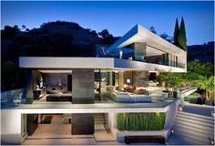 Beautiful & open house atop the Hollywood Hills. The front, side and rear elevations of the house slide open to erase all boundaries between indoors and out, connecting the spaces to gardens on both levels.